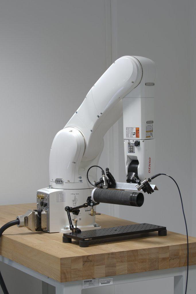 Roboterarm zur einseitigen Prüfung
